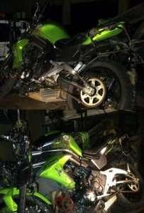 http://celebrities.lintas.me/article/hot.detik.com/ini-foto-moge-kawasaki-e650-ustad-jeffry-usai-kecelakaan